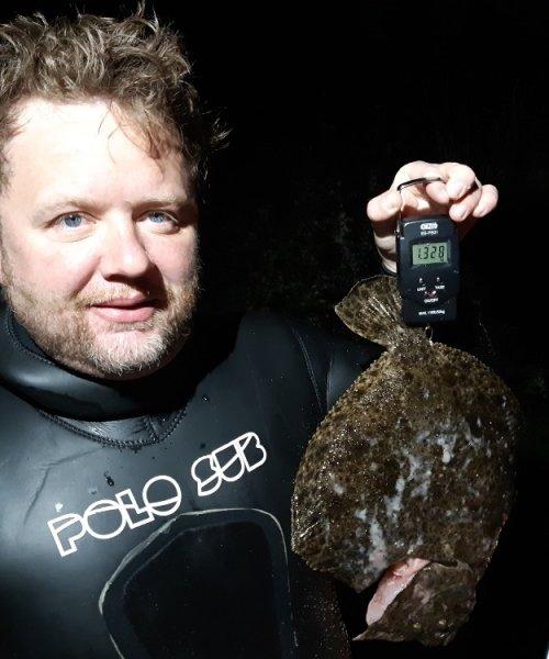 Smukt dyk – Pighvar fanget af Jesper Nordin ved Tisvilde om natten