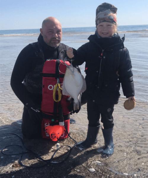 Lyn dyk – Skrubbe fanget af fiskerphilip ved Ishøj om dagen