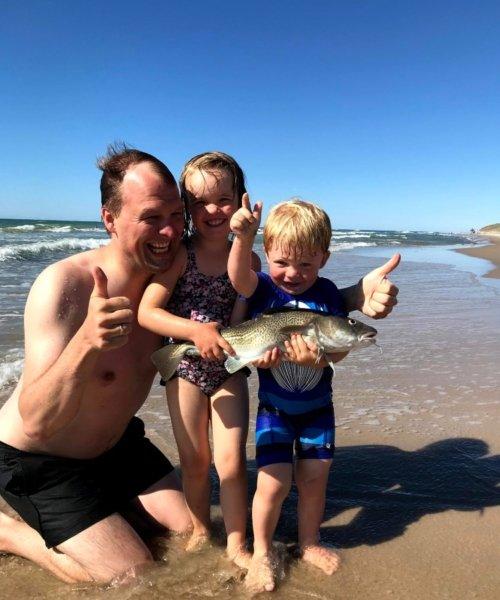 Håndfanget torsk – Torsk fanget af Søren Forsberg ved Klitrenden 39, på stranden om dagen