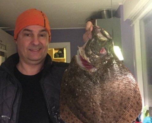 Min største!!! – Pighvar fanget af Roar Pedersen ved Tisvildeleje